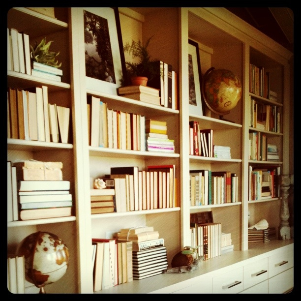 BOOKCASE RETREAT